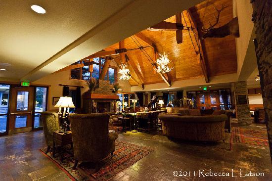 The Hotel Telluride: Hotel Telluride Lobby View