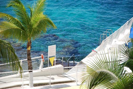 Cozumel Palace: Resort steps lead to good snorkeling area with coral, fish and clear blue water.