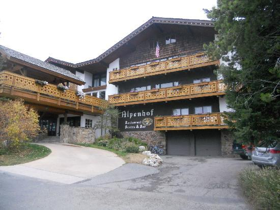 Alpenhof Lodge : The front of hotel