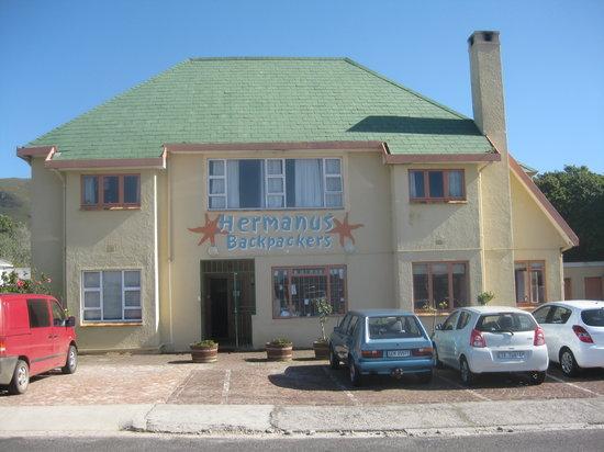 Hermanus Backpackers: front of hostel