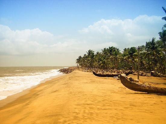 Vypin Island, India: beach