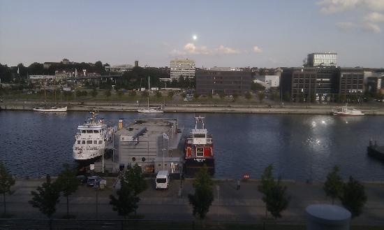 IntercityHotel Kiel: Blick aus dem Fenster, das Parkdeck ist direkt unterhalb (nicht sichtbar)