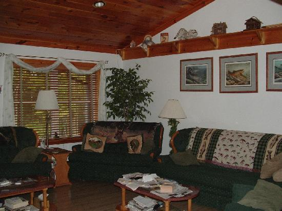Kettle Creek Adventures Lodge and B&B: Living Room