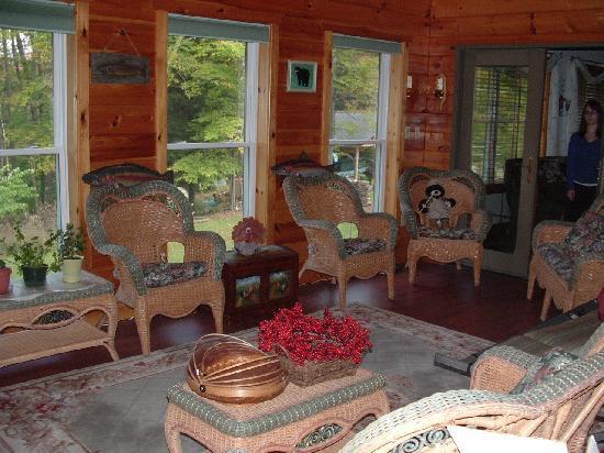 Kettle Creek Adventures Lodge and B&B: Sitting Area