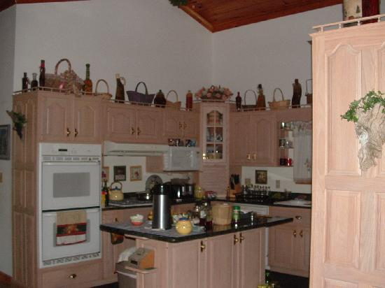 Kettle Creek Adventures Lodge and B&B: Kitchen