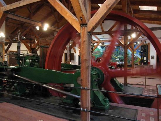 Western Museum of Mining and Industry: Large steam engine (now run with electric motor)