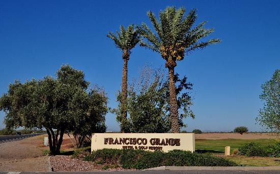 Francisco Grande Hotel & Golf Resort: The entrance is the second one down.