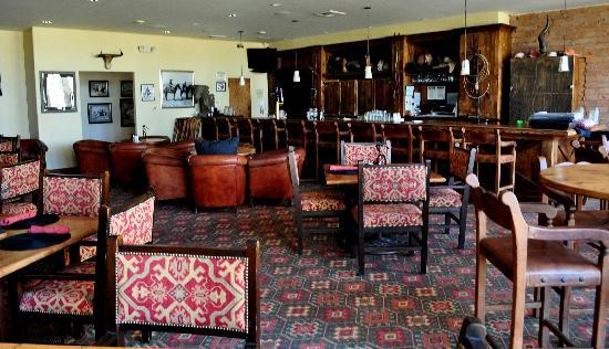 Francisco Grande Hotel & Golf Resort: Dukes is a great place to watch a tv game.