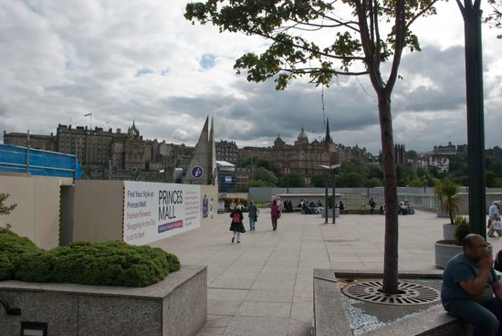 VisitScotland Edinburgh Icentre: The open square where you will find the centre