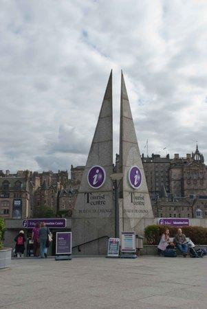 VisitScotland Edinburgh Icentre: Funky sail-things?