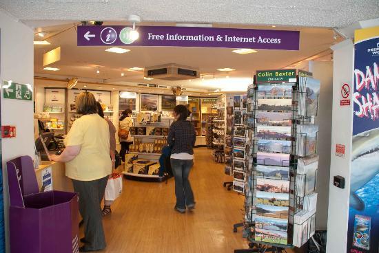 Edinburgh VisitScotland Information Centre: Entering the Info Centre