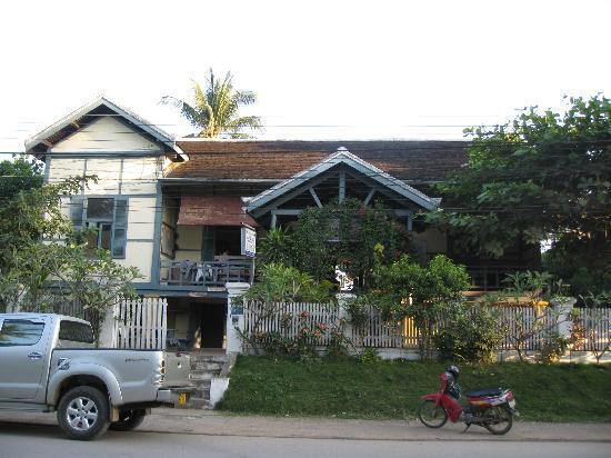Lao Red Cross Sauna and Massage : view of building from the street