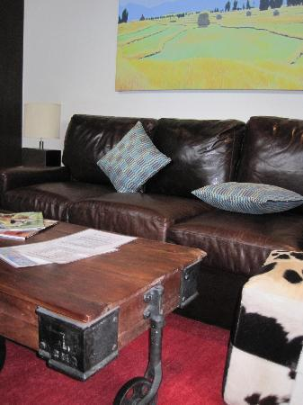 Fireside Resort: Living Area W/leather Sleeper Couch And Easy To Move Coffee  Table