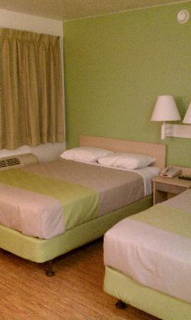 Motel 6 Albuquerque Midtown Lime Green Room Decor