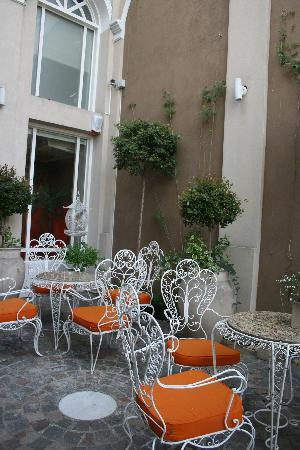 Rendez Vous Hotel Buenos Aires : Outdoor sitting area