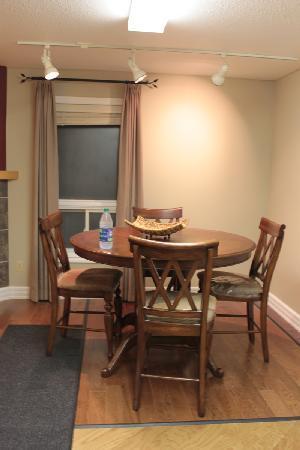 Rainbow Inn : dining area 2