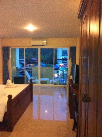 Aonang Goodwill: see the shiny floor?