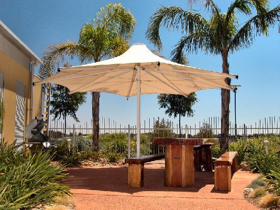 Majestic Oasis Apartments - BBQ Area