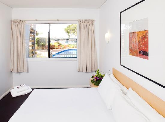 Majestic Oasis Apartments - Bedroom