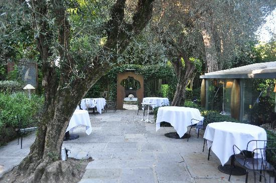 Terrasse1 picture of le moulin de mougins mougins for Le jardin mougins restaurant