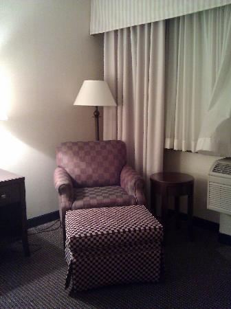 Holiday Inn Minneapolis Arpt SE - Mall Area : Mismatched furniture