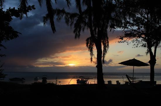 Les Lataniers Bleus: Sunset on the lagoon