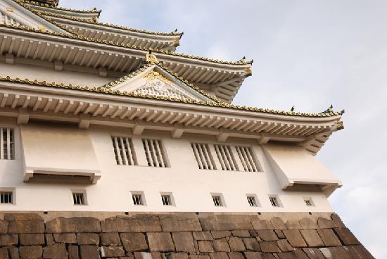 ปราสาทโอซาก้า: Von aussen gelungener Betonnachbau