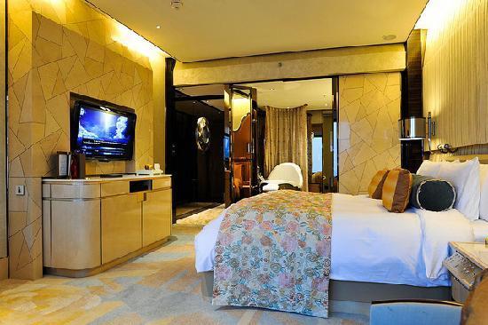 เดอะ ริทซ์ คาร์ลตัน เซี่ยงไฮ้ ผูตง: Everything luxury...