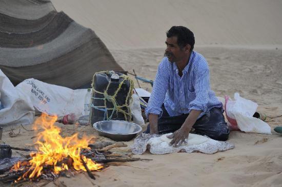 Zaafrane, Tunisia: La préparation du pain quotidien