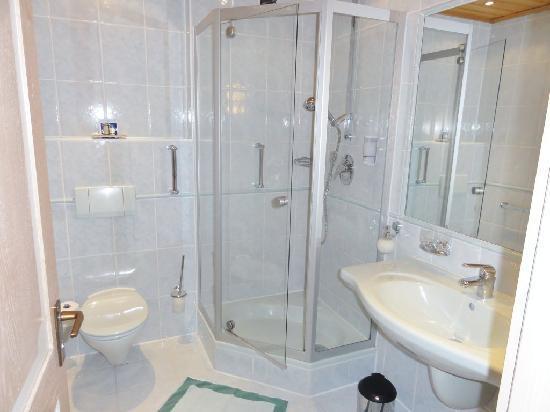 Garden Hotel Reinhart: Bathroom