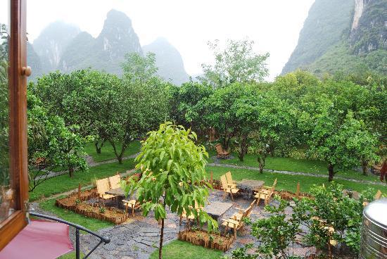 Yangshuo Phoenix Pagoda Fonglou Retreat: courtyard