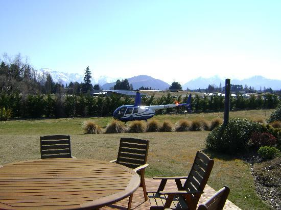 Mountain Range Boutique Lodge: Mel helped to organise an unforgettable chopper flight for my husband and I through the Southern
