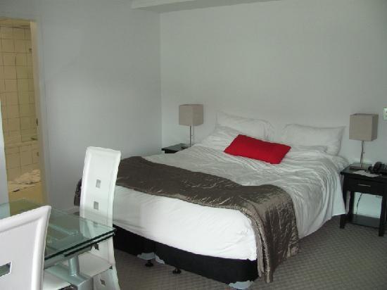 โรงแรมดิสติงชั่นเวลลิงตันเซนจูรี่ซิตี้: bed