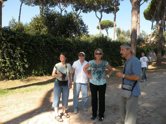 Private Rome Tours: Marco talking about the Emperior's palace gounds (150 Acres)