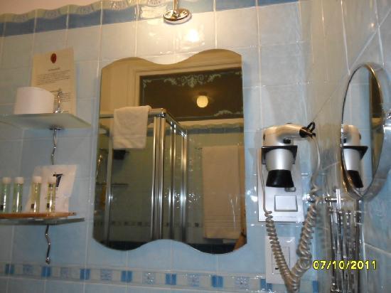 Ripa145 B&B: salle d'eau et équipements
