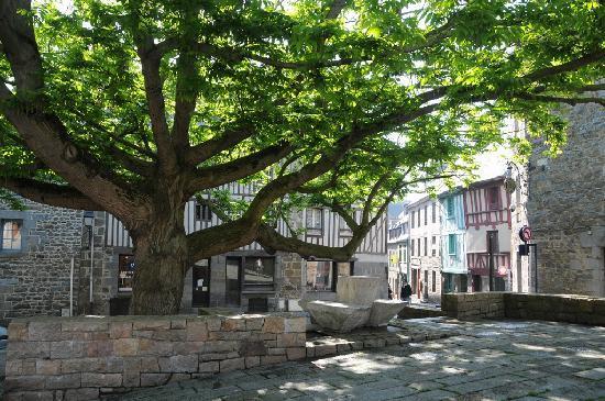 La place louis guilloux dans le vieux saint brieuc photo - Avis location st brieuc ...