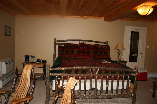The Alpine Lodge: The King size bed