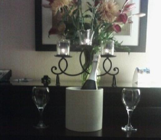 Wingate by Wyndham Macon : Justin set this up for us on our anniversary :-)