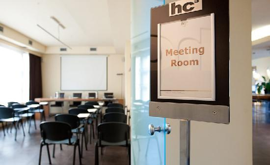 HC3 Hotel: MEETING ROOM