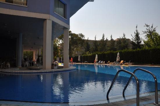 MedPlaya Piramide Salou : Pool & Poolside Bar