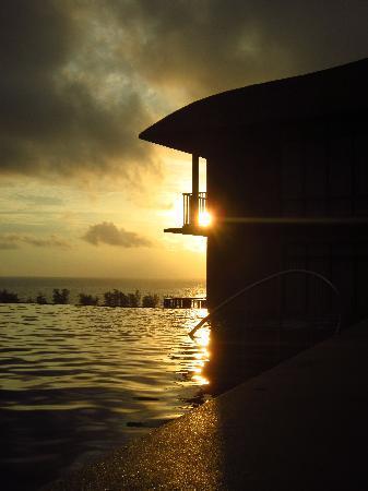 Karon Phunaka Resort and Spa : Sunset (Pool View)