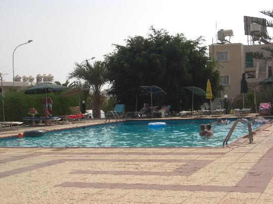 Debbie Xenia Hotel Apartments: The pool