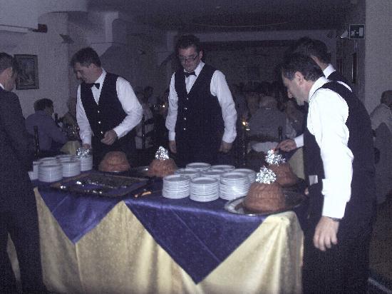 Hotel Terme Parco Edera: cena napoletana con musica e babbà