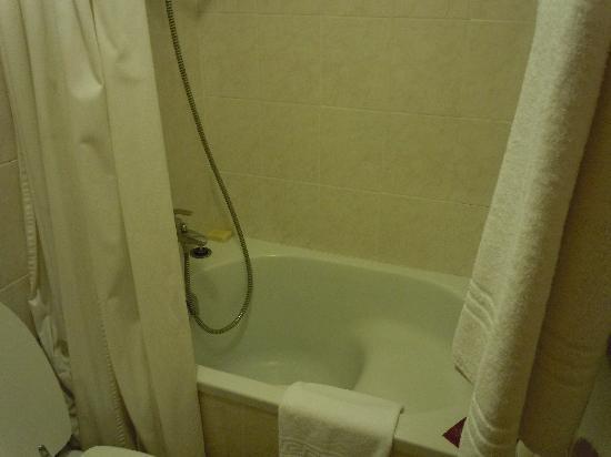 Martelli Hotel: smallest bathroom I've ever had