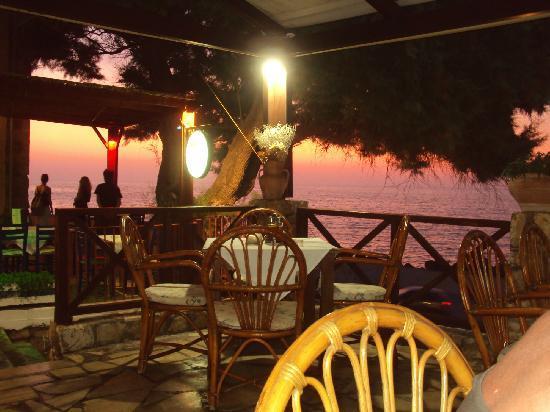 Marva Apartments-Studios: Sunset in Panormos restaurant