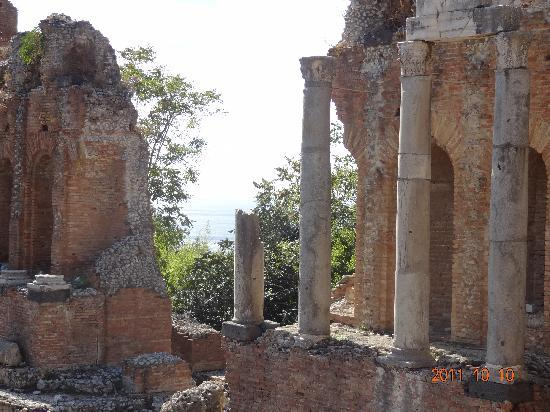 Taormina, Italia: greek theater and view