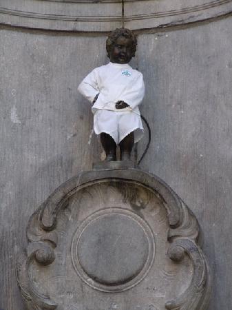 Manneken Pis: dressed for it's anniversary