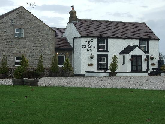 The Jug and Glass Inn: Front entrance