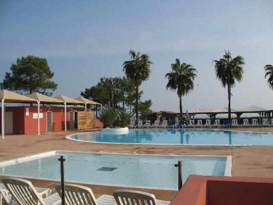 Borgo, Fransa: pataugeoire et piscine