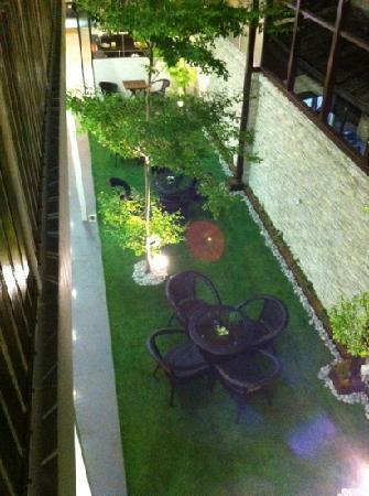 V Garden Hotel : 闹市中,令人惊喜的幽静小院子。